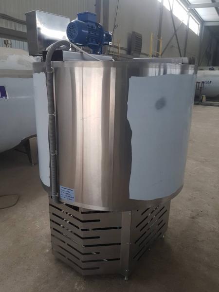 Танк - охладитель молока - вертикального типа V-200 л