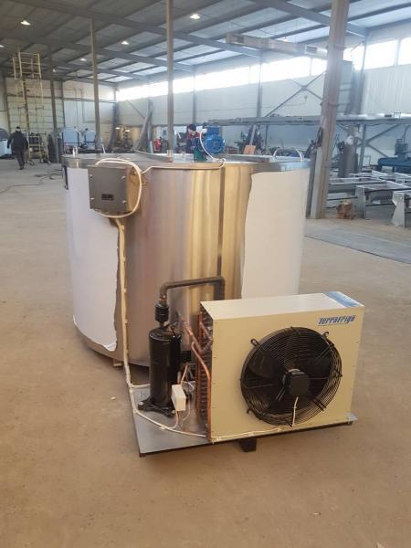 Танк - охладитель молока - вертикального типа V-2500 л