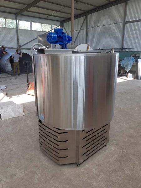 Танк - охладитель молока - вертикального типа V-300 л