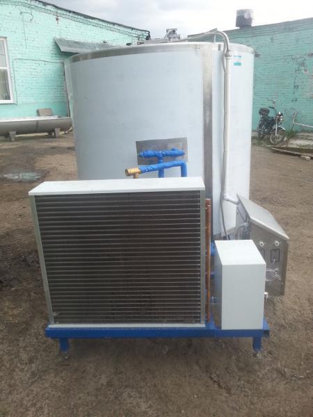 Охладитель молока - на 3000 л вертикальный M4-3000 3ДТ